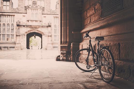 Einsames Fahrrad in der Seitengasse